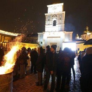 Молитва, унікальне відео і спогади очевидців: у Києві вшанували пам'ять Героїв Небесної Сотні