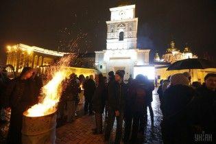 Молитва, уникальное видео и воспоминания очевидцев: в Киеве почтили память Героев Небесной Сотни