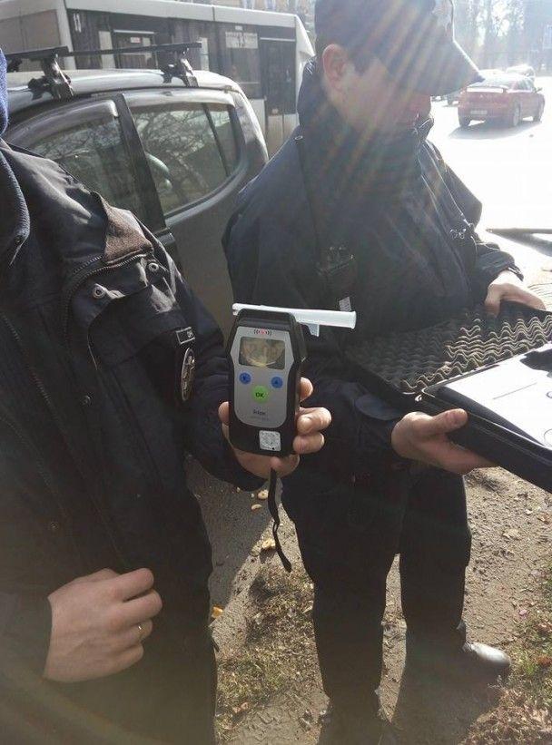 В Николаеве пьяный водитель фуры протаранил автомобиль местного волонтера