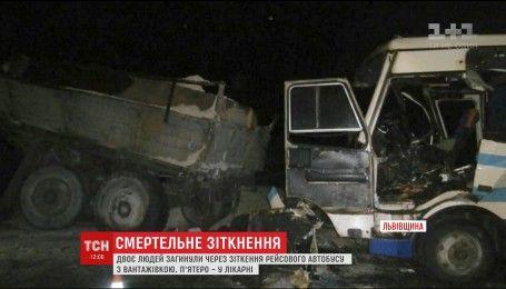 Рейсовый автобус столкнулся с грузовиком на Львовщине