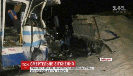 Рейсовый автобус столкнулся с грузовиком во Львовской области, есть погибшие