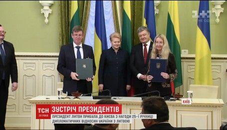 Перемовини, бізнес-форум та відкриття Литовського скверу: до Києва завітала Даля Грибаускайте