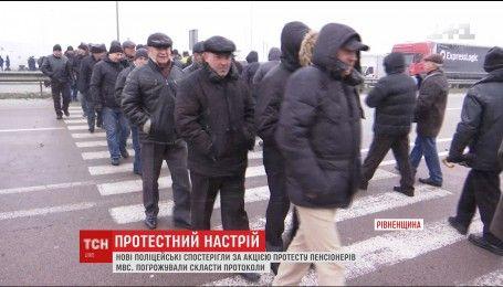 Из-за протеста пенсионеров МВД на трассе Киев-Чоп образовались пробки более чем на 10 километров