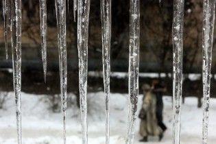 """В КГГА предупредили, что столица может """"обрасти"""" опасными сосульками из-за резкой смены погоды"""