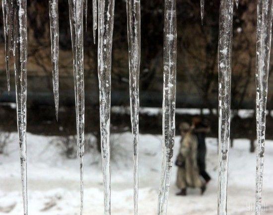 """У КМДА попередили, що столиця може """"обрости"""" небезпечними бурульками через різку зміну погоди"""