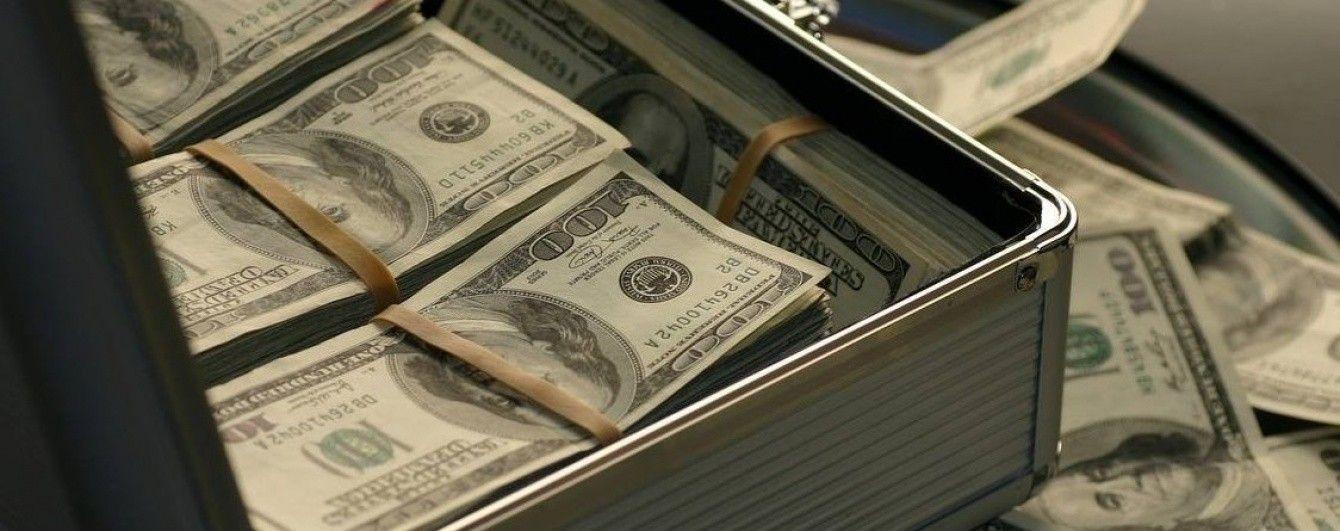 Долар і євро продовжать дешевшати в курсах валют від НБУ на 12 червня