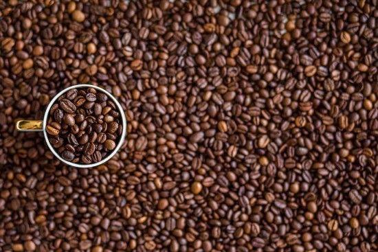 """В Україні """"здешевшають"""" чай, кава та інші імпортні продукти"""