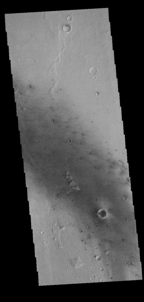 NASA сделало снимок одного из кратеров на Марсе