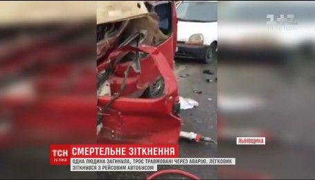 Легковик зіткнувся із рейсовим автобусом поблизу Львова, є постраждалі