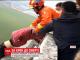 В Китае спасатели поймали мужчину за мгновение до прыжка с 13-этажного дома