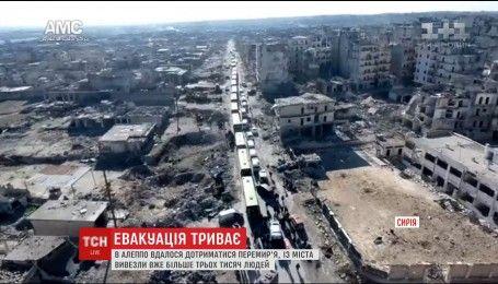 Из разрушенного войной сирийского Алеппо вывозят людей