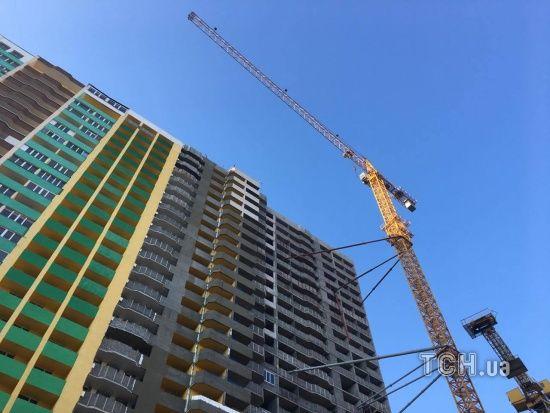У Львові на чоловіка впав будівельний кран