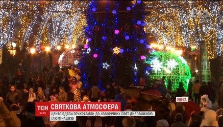 В Одессе зажгли новую новогоднюю иллюминацию