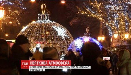 Сказочная галерея: на Дерибасовской представили новую новогоднюю иллюминацию