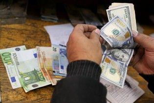 Доллар подешевел, а евро подорожал в курсах Нацбанка на 12 июня. Инфографика