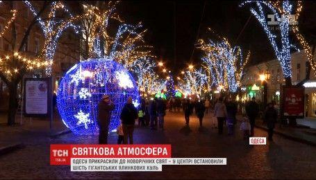 Одессу украсили к новогодним праздникам