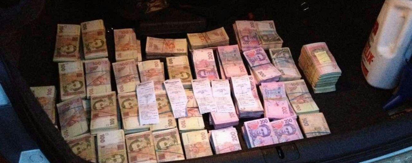 """Жінка з Маріуполя прокрутила аферу з """"липовими"""" кредитами на 75 мільйонів гривень"""
