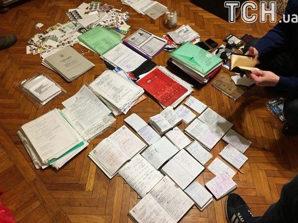 """На Полтавщині затримали жінку, яка робила фіктивні українські паспорти бойовикам """"ДНР"""""""