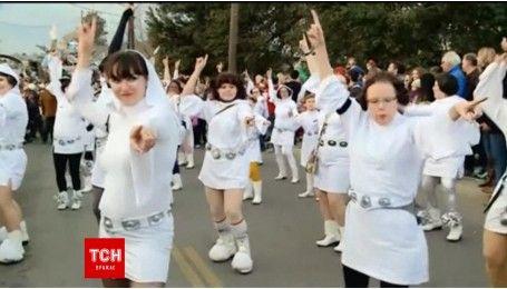 """У Новому Орлеані шанувальники культової актриси """"Зоряних воєн"""" влаштували парад"""