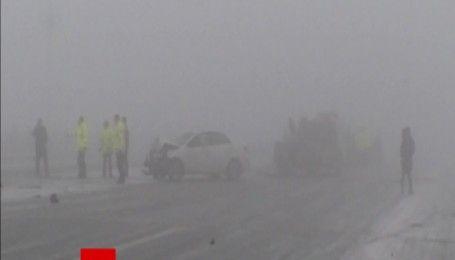 В Китае из-за густого тумана столкнулись 20 машин