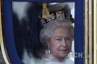 Британську королеву Єлизавету II ледь не застрелили у Букінгемському палаці