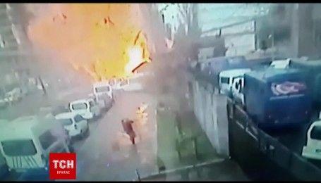 З'явилось відео вибуху в турецькому місті Ізмір