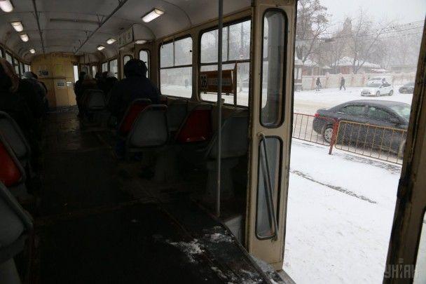 Скасовані авіарейси та переповнені зупинки. Як Одеса переживає сніговий апокаліпсис