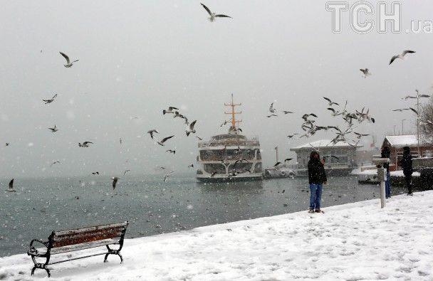 Сніговий апокаліпсис у Стамбулі: 10-годинні затори та півтисячі скасованих авіарейсів