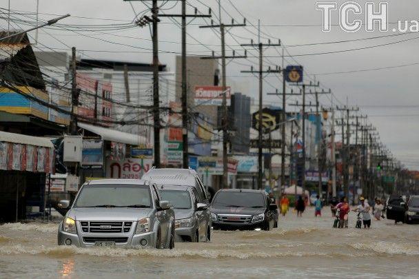 У розпал туристичного сезону Таїланд накрила потужна повінь