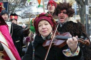 У Львові хода звіздарів з колядками та різдвяними зірками перетворила місто на казку