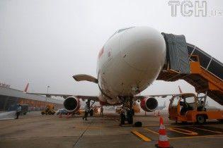 У Росії через тріщину в лобовому склі здійснив екстрену посадку літак із Криму