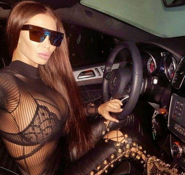 """БДСМ-одежда и пикантное белье. Что постит в Instagram пышногрудая """"колежанка"""" сына Януковича"""