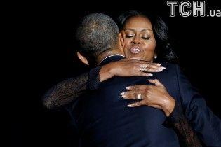Обійми, сльози та щирі усмішки. Обама востаннє звернувся до громадян США на посаді президента