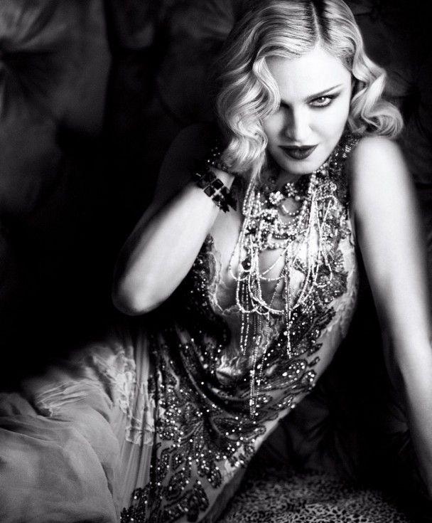Зухвала Мадонна у панчохах та прозорому спідньому вразила помолоділим виглядом