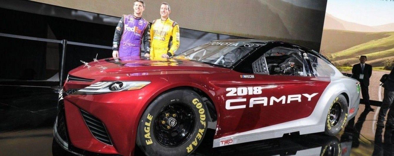 Toyota показала гоночную версию нового седана Camry