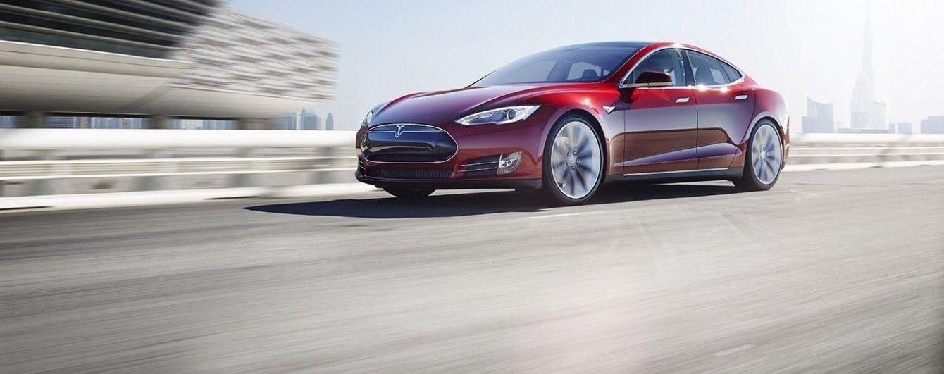 Ведущий программист Apple перешел в Tesla Motors
