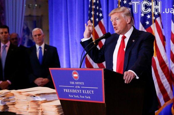 Емоції Трампа у фотографіях на першій великій прес-конференції після обрання