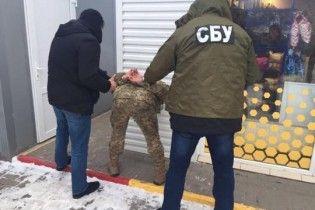 На Буковині затримали прикордонника, який отримав хабар у тисячу євро за сприяння контрабанді
