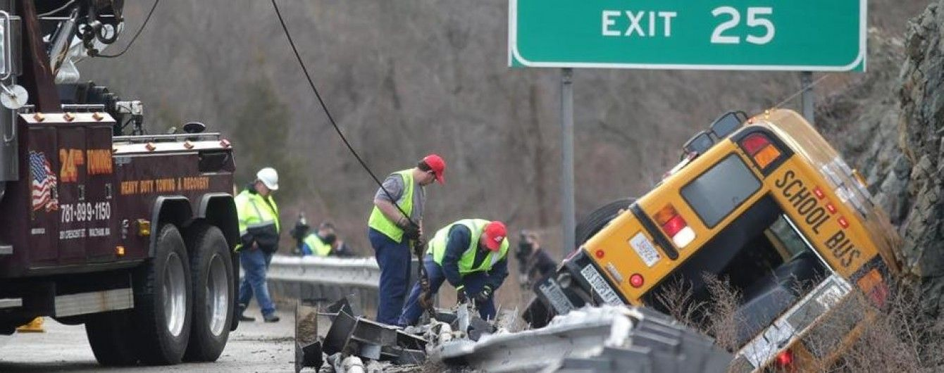 В США в результате аварии школьного автобуса пострадали 10 детей