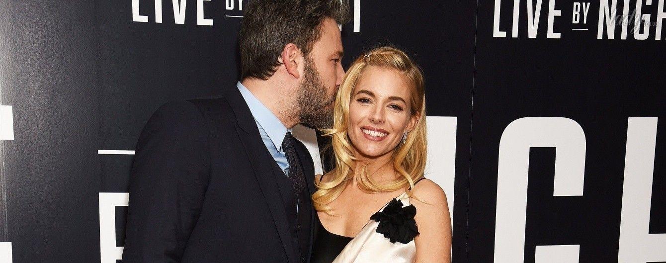 Бен Аффлек поцеловал Сиенну Миллер прямо на красной дорожке