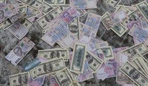 Нацбанк дещо послабить гривню у курсах валют на понеділок