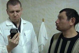 У Челябінську чоловік випив три літри горілки і зламав драгер подихом