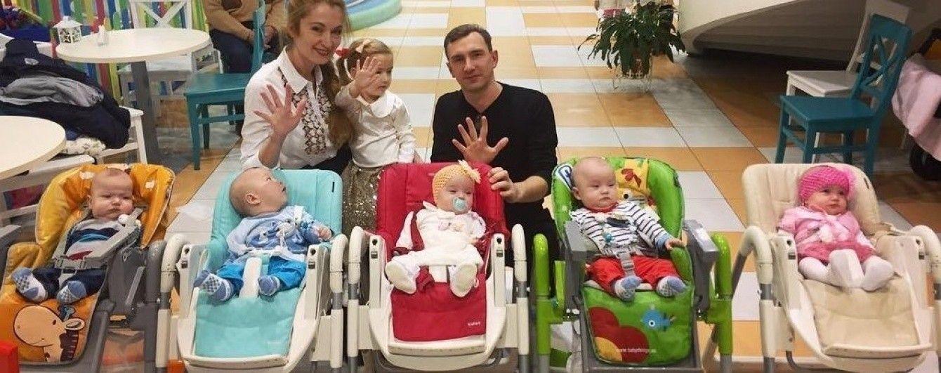 Покинуту батьком одеську п'ятірню виписали з лікарні додому