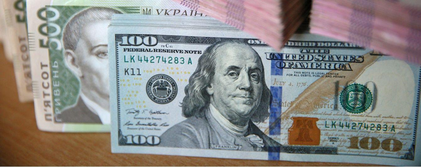 Новую неделю гривна начала с незначительного обесценения в курсах валют Нацбанка. Инфографика