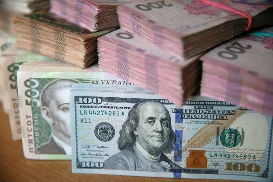Новий тиждень гривня розпочала із незначного знецінення в курсах валют Нацбанку. Інфографіка