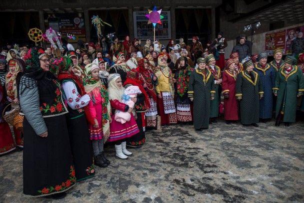 В Харькове флешмоб по пению колядки в центре города собрал сотни участников