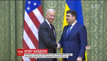В Киеве вице-президента США обсудил с чиновниками санкции против Москвы, российскую угрозу и западную помощь
