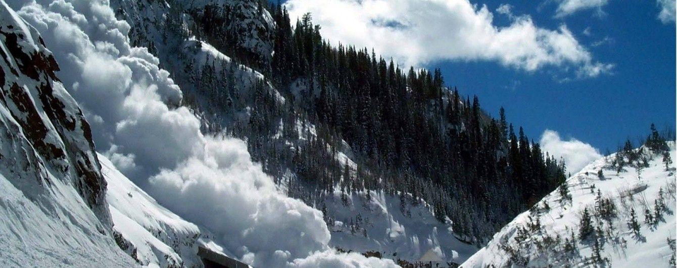 Рятувальники попереджають про небезпеку сходження лавини в Карпатах