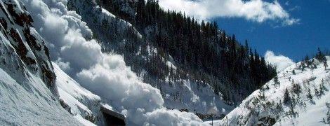 Спасенные из-под слоя снега туристы рассказали, как попали под лавину в Карпатах