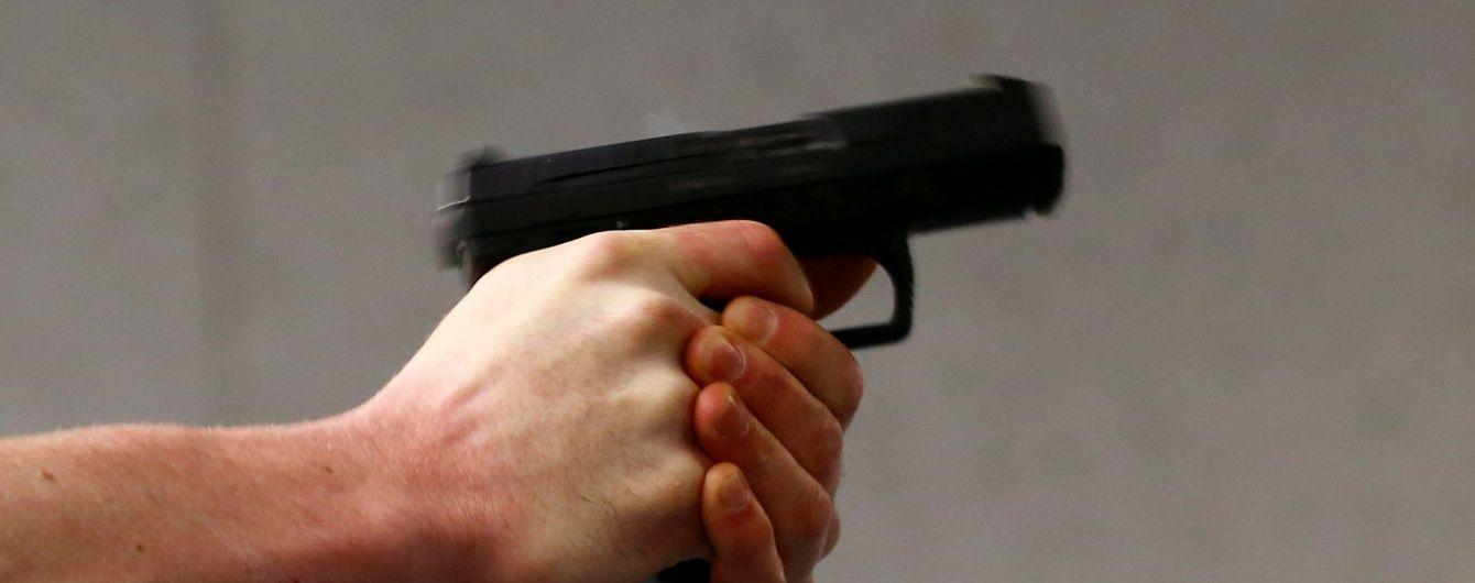 У Києві озброєні пістолетом злочинці відібрали в бізнесмена мільйон гривень - ЗМІ
